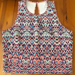 Multicolored workout crop